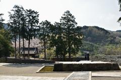 山門と石舞台