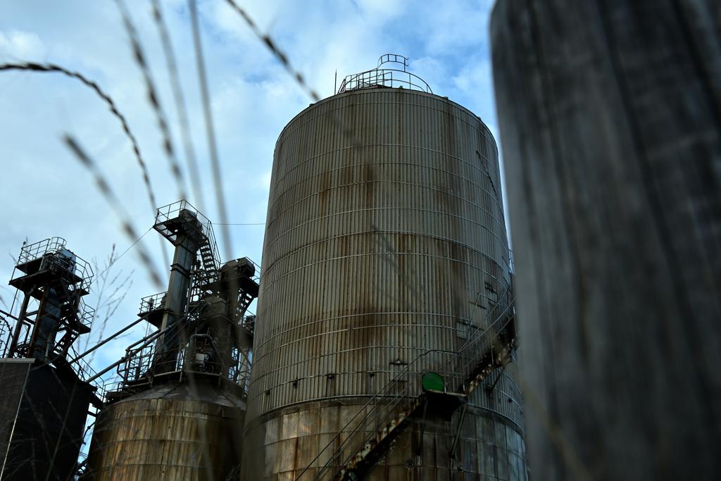 木杭と工場